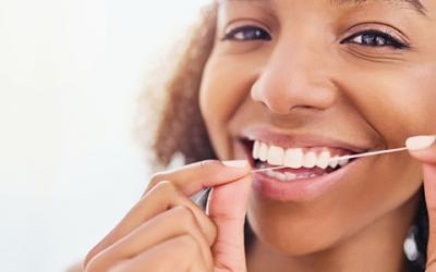 Entenda porque usar o fio dental é essencial para a saúde bucal